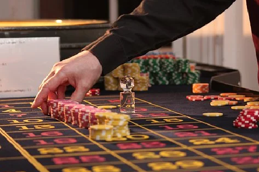 What Is Better? Visiting A Casino Or Referring Gambling Games Online?