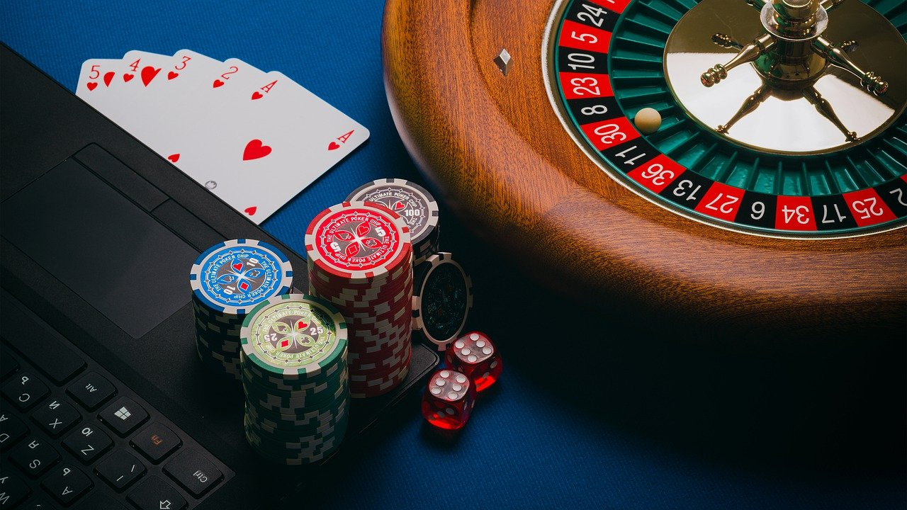 What is the best way to optimize your odds when gambling?